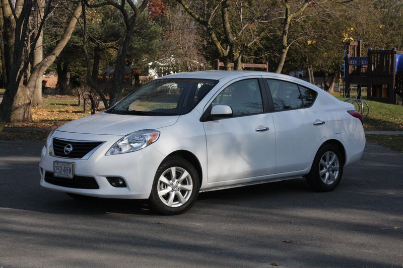 what i think 2012 nissan versa chris chases cars. Black Bedroom Furniture Sets. Home Design Ideas