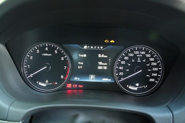 2015 Hyundai Genesis gauges