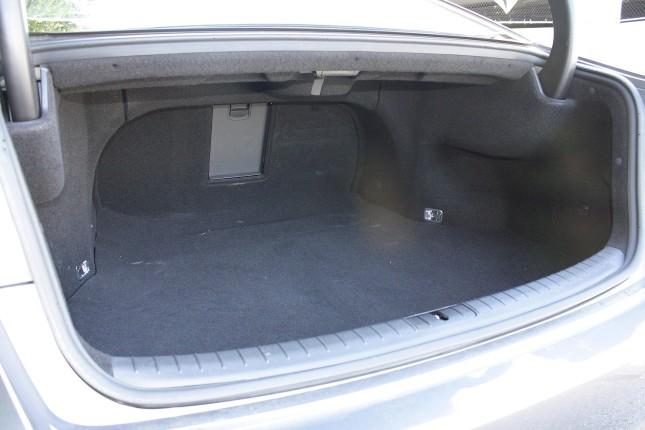 2015 Hyundai Genesis trunk