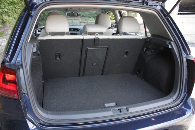 2015 Volkswagen Golf trunk